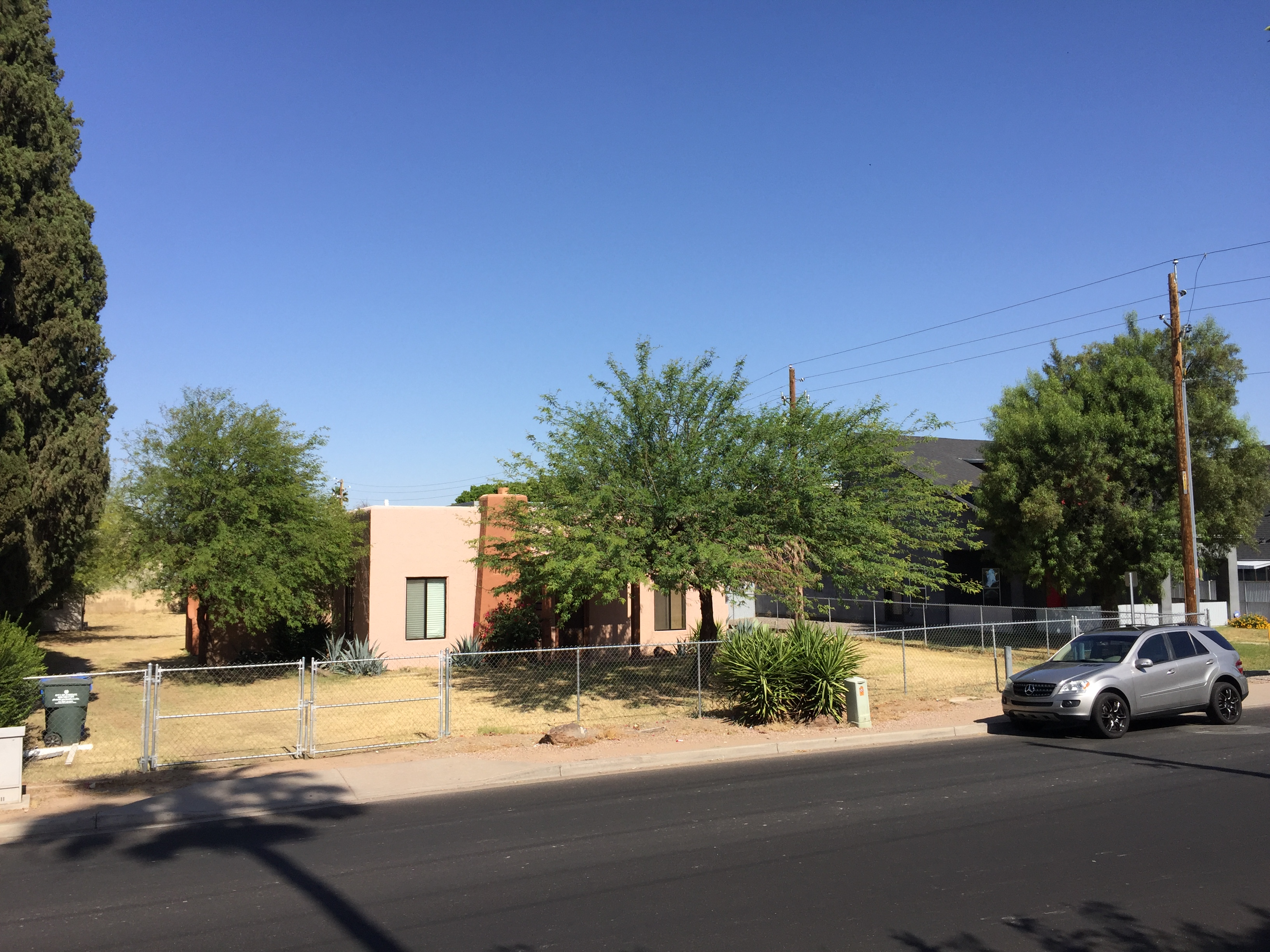 Th St And Camelback Apartments